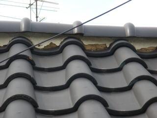 屋根漆喰(しっくい)の補修前